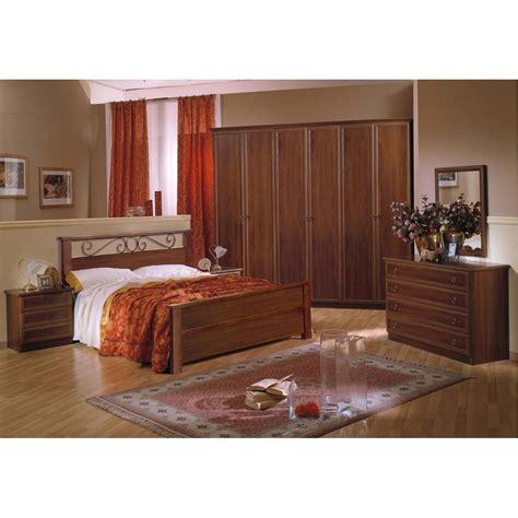 come pitturare le pareti della da letto da letto pittura da letto classica pittura