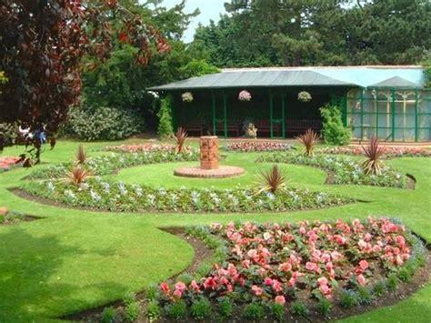 creare aiuole in giardino aiuole giardino tipi di giardini