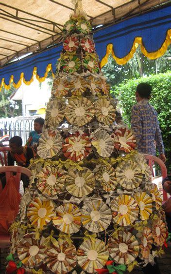 membuat pohon natal dari kardus go green x mas pohon natal dari barang bekas