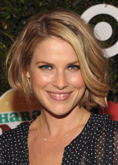 Wavy Bob Hairstyle by Ali Larter Wavy Bob Hairstyle Hairstyles Weekly