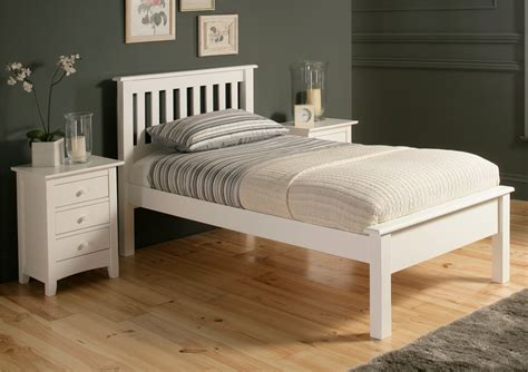 White Shaker Bedroom Furniture by White Vintage Style Bedroom Furniture Raya Shaker Pics