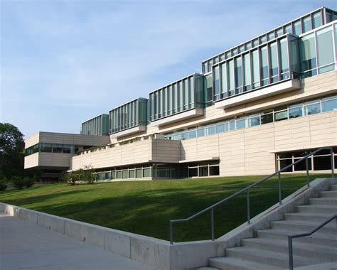 Of Illinois Mba Chicago by File Uchicago Booth School Exterior Jpg Wikimedia Commons