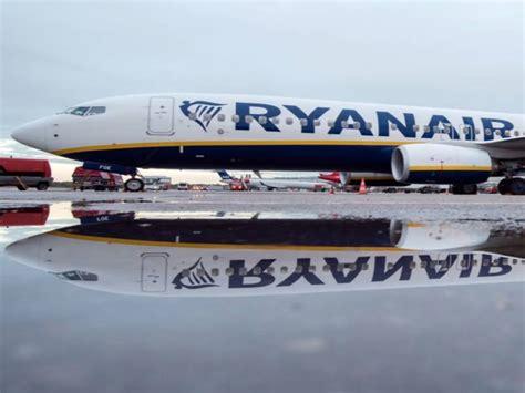 uffici ryanair ryanair in 400 000 a piedi e oltre 20 milioni di di