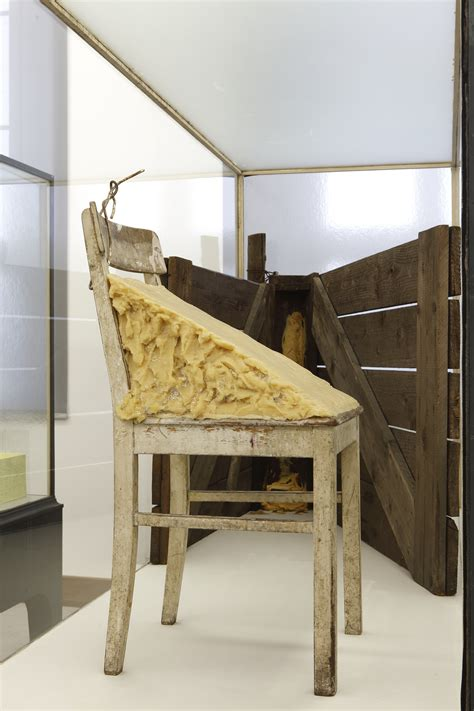 joseph beuys stuhl mit fett allgemeine pressebilder hessisches landesmuseum