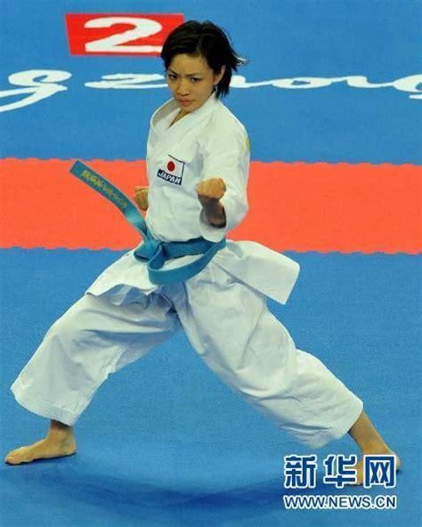 Jam Dinding Karater kliping para juara rika usami juara nomor kata perorangan