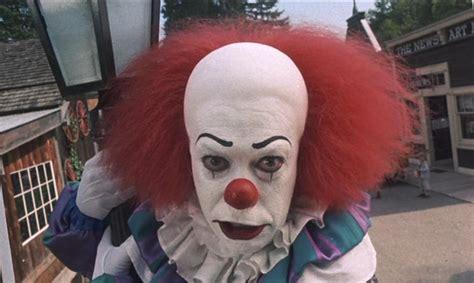 film it clown warners to split stephen king s it into two films