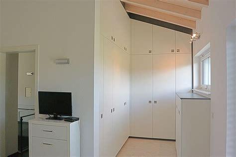 Kleiderschrank Unter Treppe by Stauraum Unter Treppe Schreinerei Holzdesign Rapp