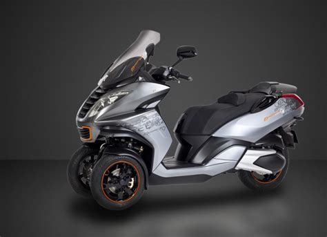 mahindra plans 3 wheeled peugeot metropolis for india