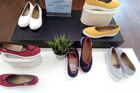 Sepatu Wakai Plush sepatu ringan ini nyaman untuk perempuan aktif