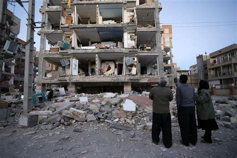 earthquake iran rescuers search debris after iran iraq quake kills over