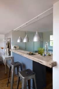 Superbe Cuisine Blanche Ouverte Sur Salon #5: cuisine-s-ouvre-sur-salon-avec-bar-en-bois.jpg