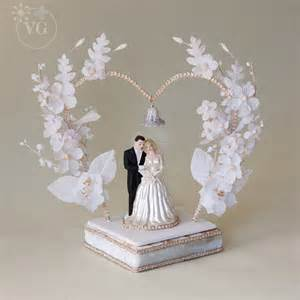 Heart shaped 1950 s wedding cake topper vintagegown com