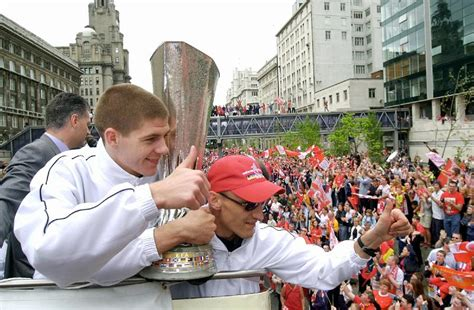 Kaos Oblong Liverpol Fc Youll Never Walk Alone steven gerrard indonesia sami hyypia you ll never walk alone