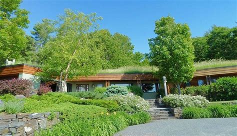 earth sheltered housing design earth sheltered pinnacle house is an award winning sustainably designed home in lyme