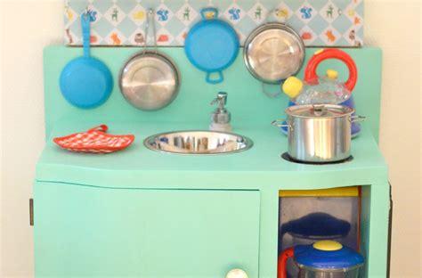 fabriquer cuisine bois enfant diy une cuisine enfant en bois 224 fabriquer 224 partir de