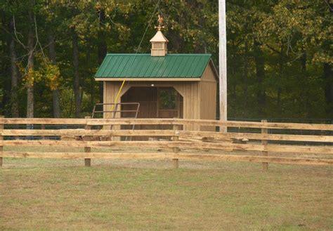 horse run ins  sheds portable horse barn manufacturer