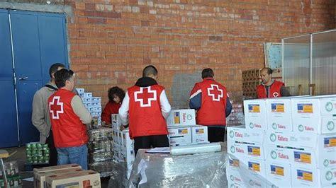 cruz roja reparte en guadalajara  toneladas de alimentos