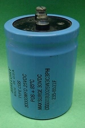 can a capacitor hold charge capacitors