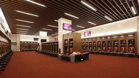 49ers locker room 49ers release photos of new locker room at levi s stadium 171 cbs san francisco