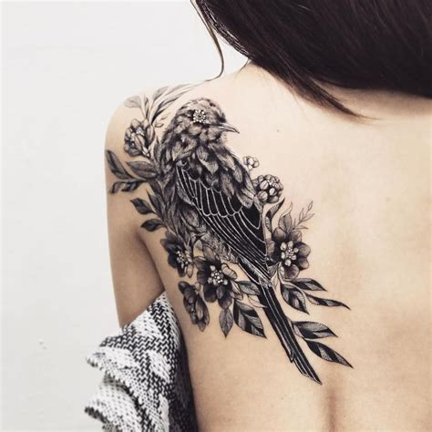 bird shoulder tattoos cool bw bird shoulder idea bird tattoos