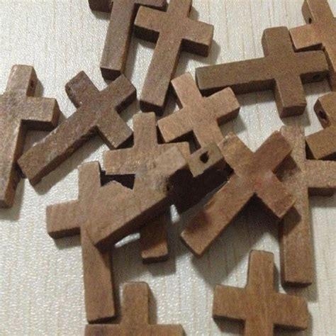 Diy Wooden 3 Cm 20pcs lot 2 3cm cross wooden jesus pendant charms small bead jewelry religious