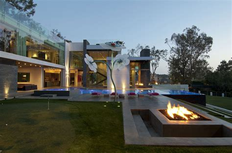 luxury homes brton eco friendly modernist luxury mansion in beverly
