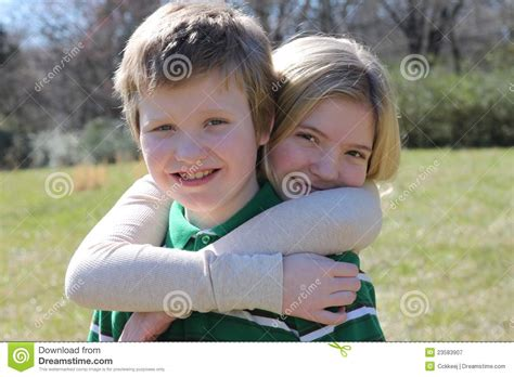imagenes de amor fraternal amor fraternal fotograf 237 a de archivo libre de regal 237 as