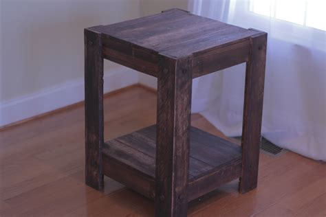 White End Table Made From Pallets Plans Included