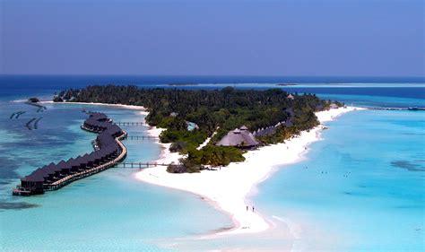 Island Resort Pin Kuredu On
