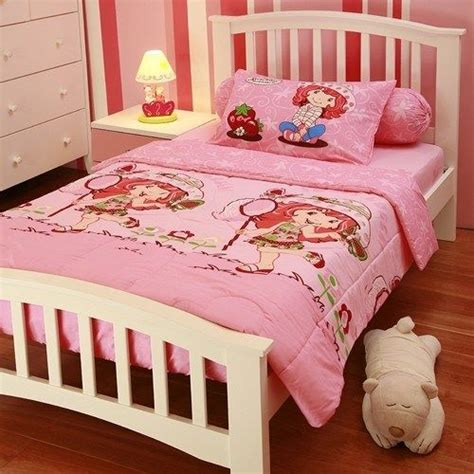 strawberry shortcake bedroom 44 best images about girl bedroom themes on pinterest sheets bedding tinkerbell and