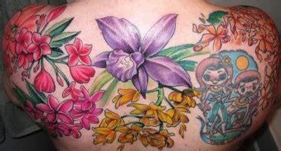 tatuaggio fiori colorati tatuaggi di fiori colorati significato e immagini