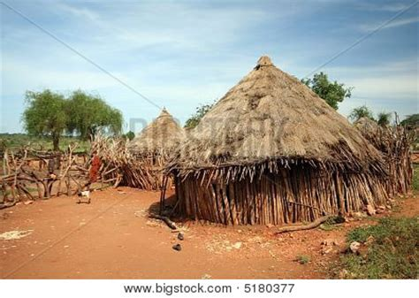 Spanish Houses afrikaanse hut foto spiderpic royalty vrije stock foto s