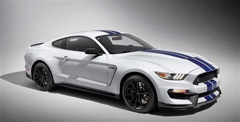 2015 ford mustang gt350 epic battle 2015 bmw m4 vs 2016 mustang gt350