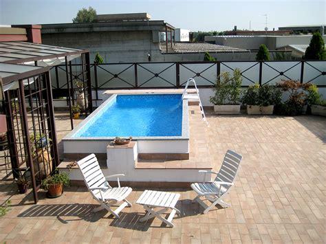 arredare giardini piccoli foto piscine interrate piccoli giardini la piscina per