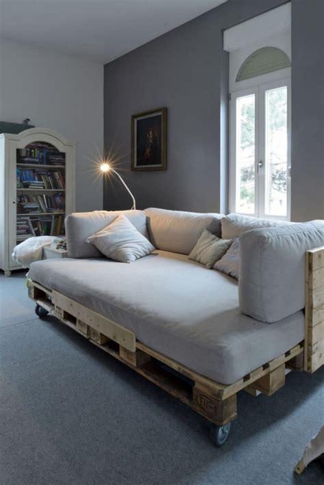 fai da te divano divano letto con pallet e ruote idee fai da te con bancali