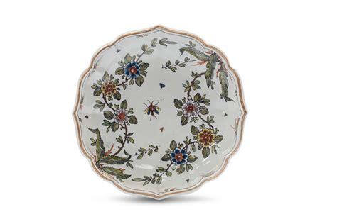 piatti fiori piatto di maiolica decorato a fiori colorati pasquale