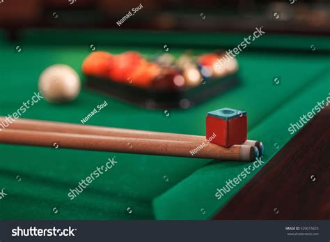 cue and chalk on a pool table stock photo 529015825