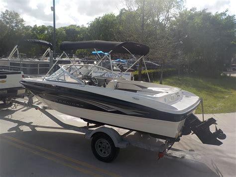 ski boat engine bayliner 185 sport bowrider family ski pleasure boat