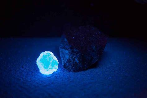diamonds uv light why does my glow blue black light