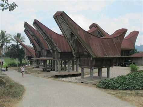 huis boot kopen eerste authentieke tongkonans boot huizen foto