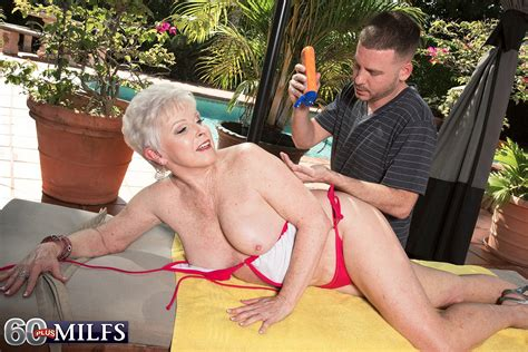 Sexy blond fucked in swimming pool