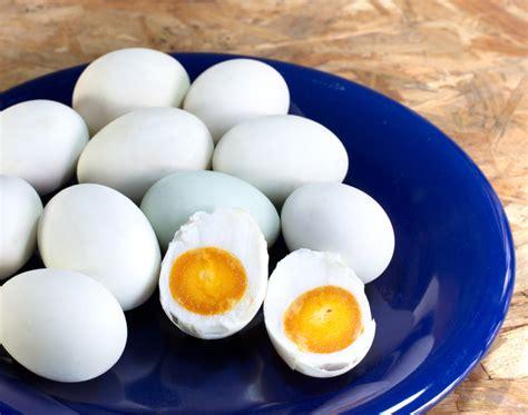 membuat telur asin dengan air garam inilah cara praktis buat telur asin dengan air dan garam