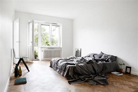 minimalistic bedroom facing north with gracia focus on minimal bedroom in grey