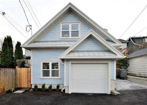 tiny house with garage small house just 500 sq ft with a garage but seems bigger
