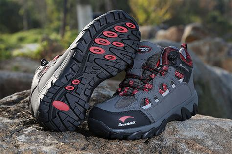 Sepatu Untuk Mendaki Gunung pilih sepatu atau sandal untuk naik gunung ardiyanto id