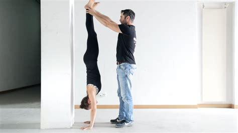 tutorial handstand yoga handstand lernen anf 228 nger tutorial beste vor 252 bungen