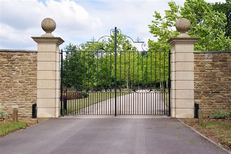 advantages of driveway security gates hercules fence