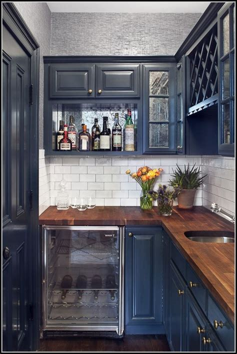 25 best ideas about navy kitchen cabinets on pinterest 98 navy blue kitchen decor kitchen cool white and blue