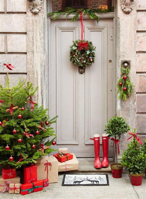 38 Stunning Christmas Front Door D 233 Cor Ideas Digsdigs Decorating The Front Door For