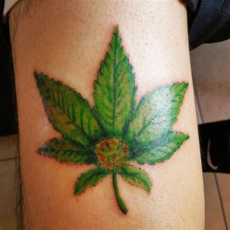 25 tatuaży inspirowanych marihuaną